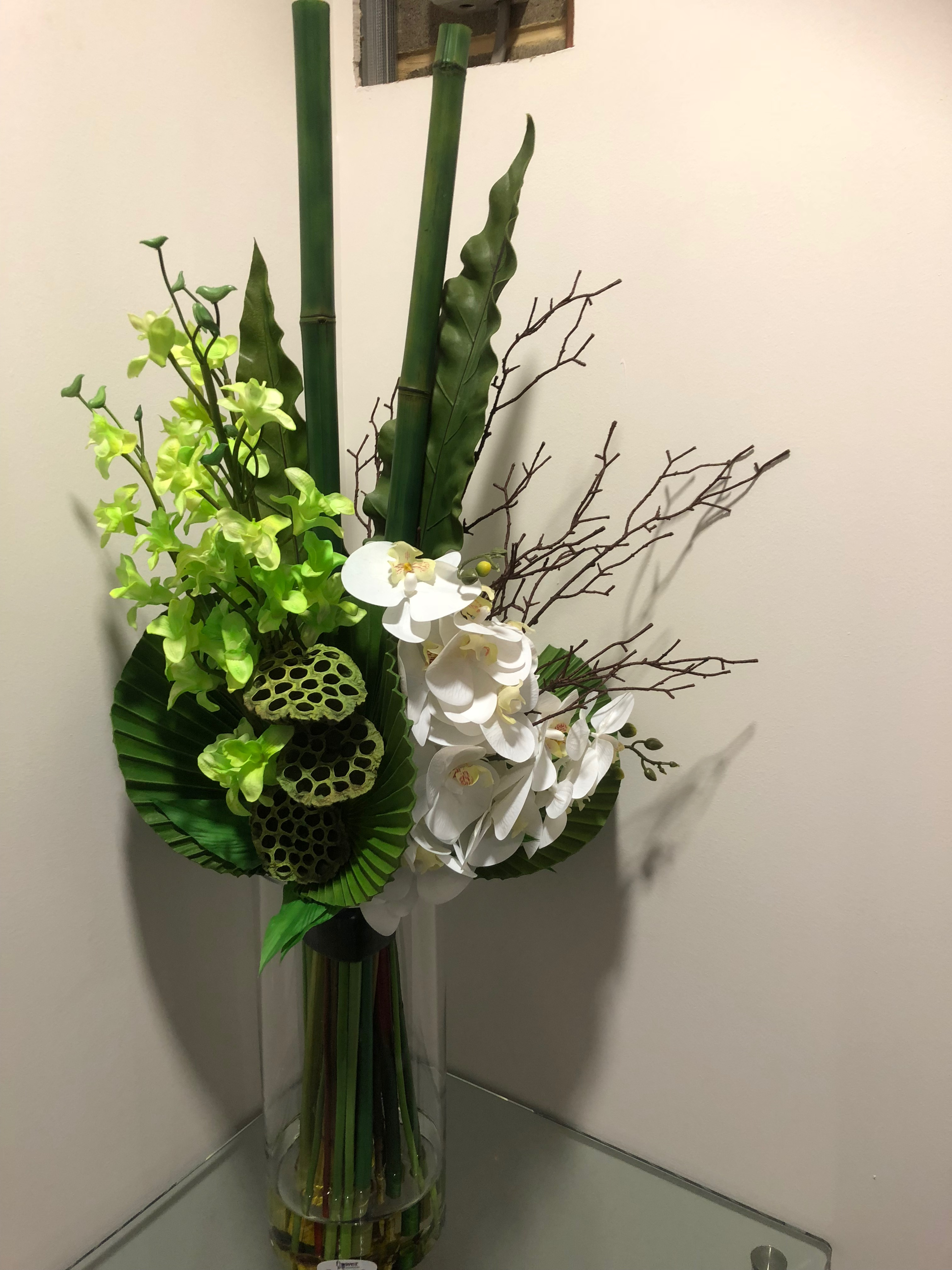 https://www.flower-genie.co.uk/profile/Orchid Mix with seed pod / Green Bamboo