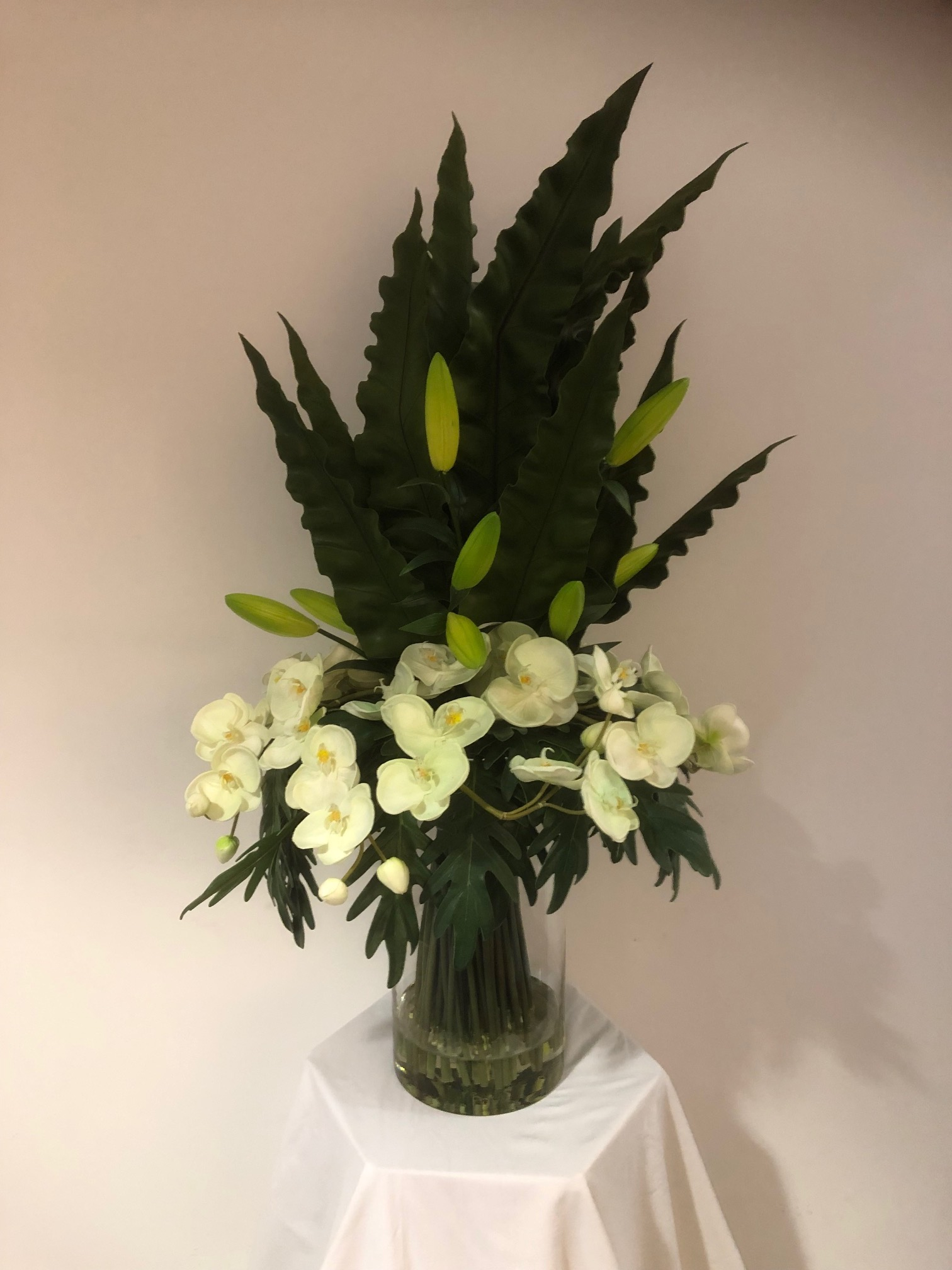 https://www.flower-genie.co.uk/profile/Orchids / Lily Buds