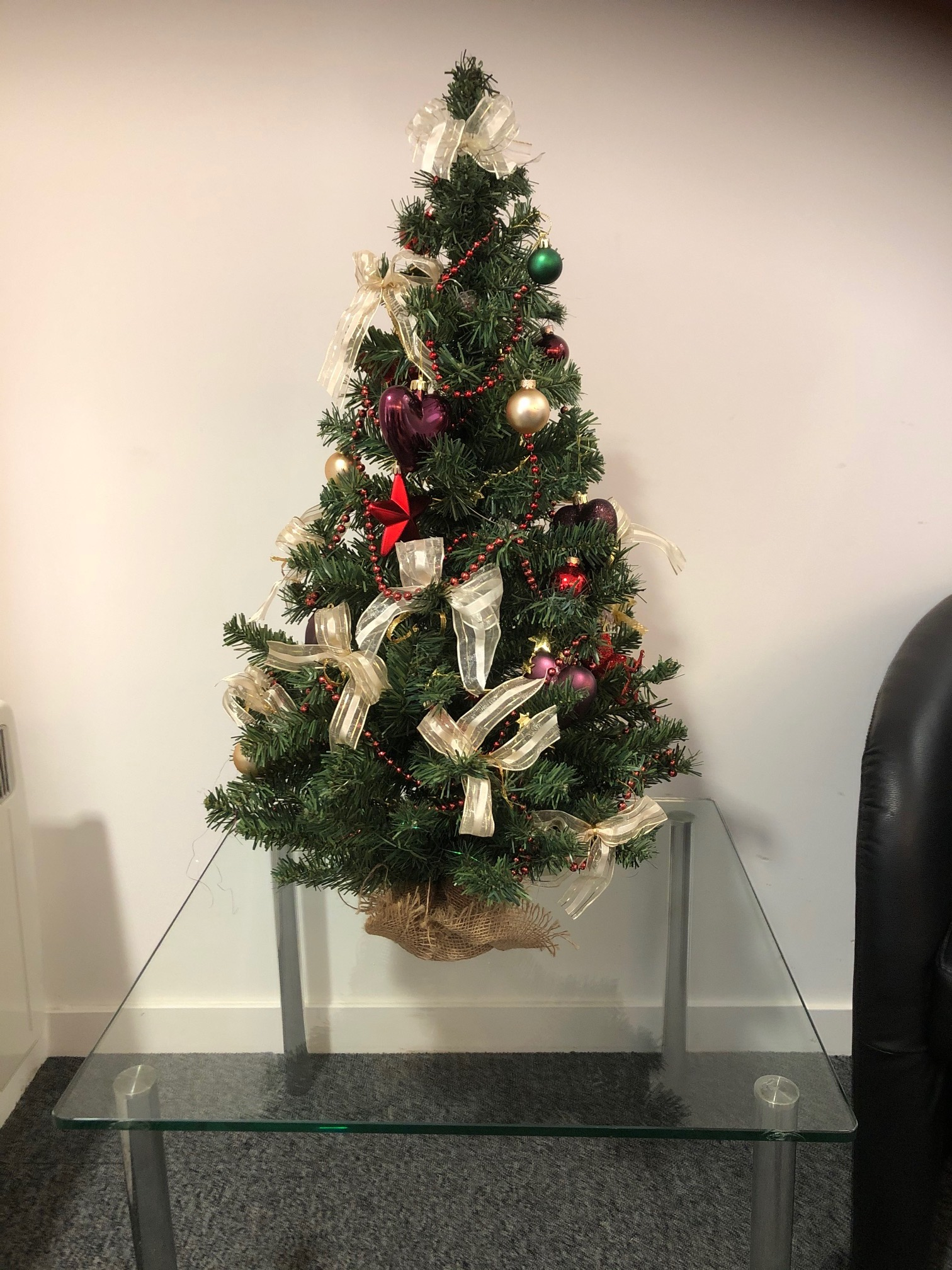 https://www.flower-genie.co.uk/profile/Small Decorated Christmas with Lights - £25